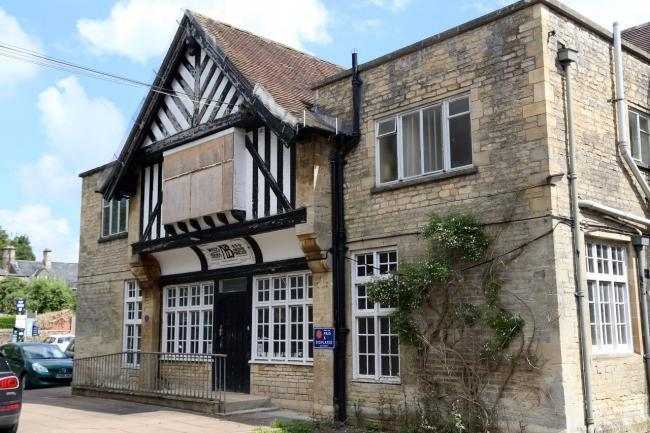 The Old Memorial Hospital in Cirencester is to be demolished