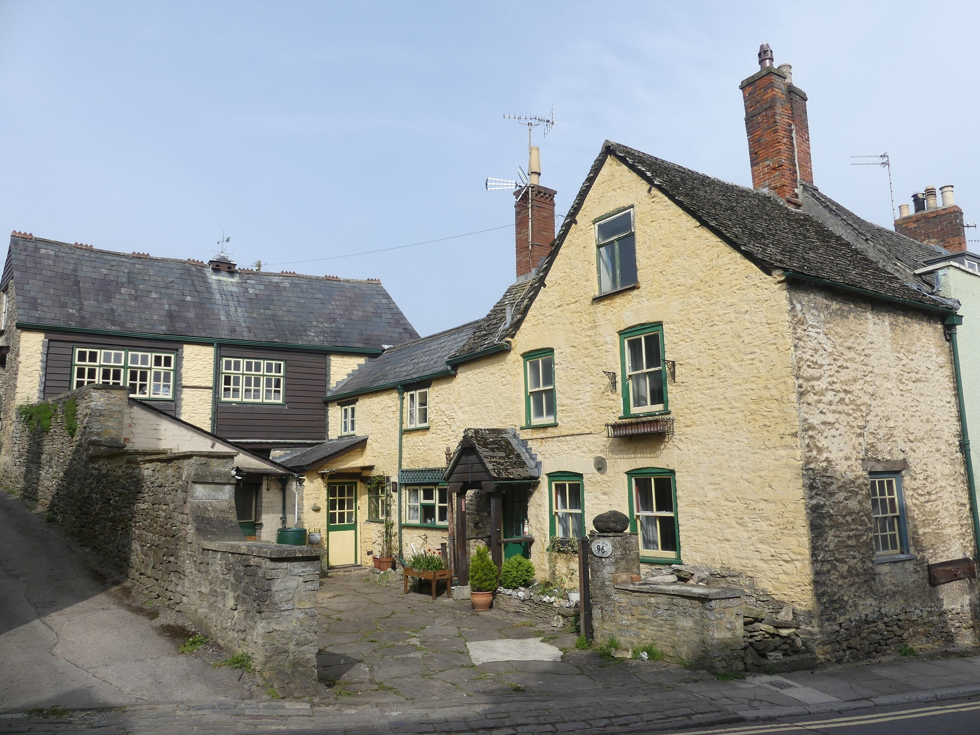 HOME OF THE WEEK: The Malmesbury cottage perfect for a redevelopment project