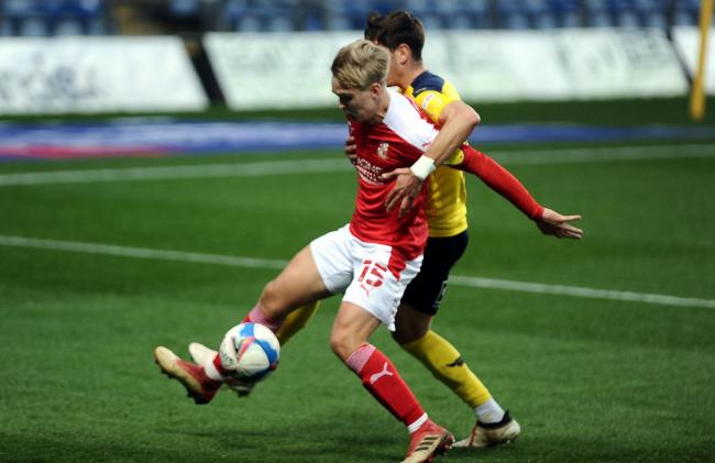 Arsenal midfielder Smith leaves Swindon Town