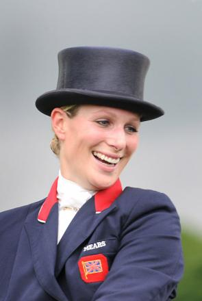 Zara Phillips gives birth to baby daughter