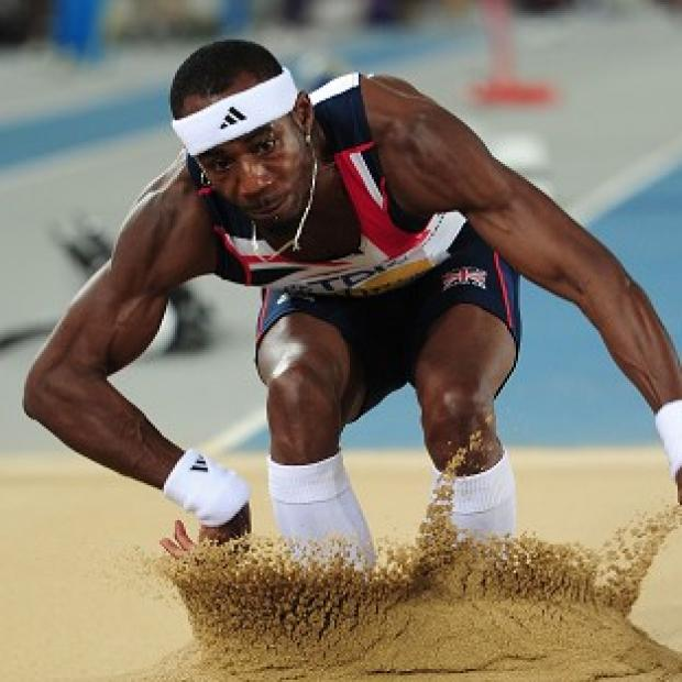 Phillips Idowu has withdrawn from the triple jump in Crystal Palace with a hip problem