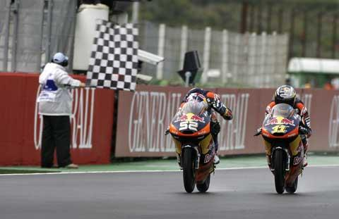 Danny Kent (52) takes the chequered flag in Valencia. Picture: Bonnie Lane