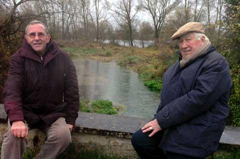 Cllrs John Brailey and Roger Sleeman by the blocked Thames flood defence near Somerford Keynes
