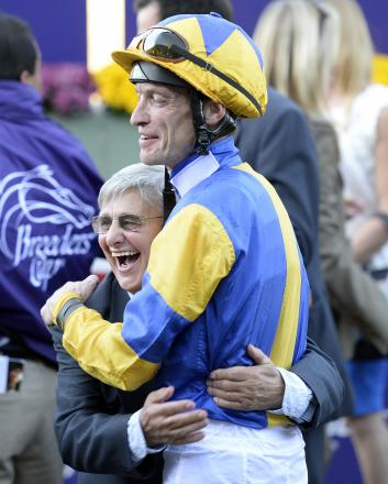 Happier times - Willie Carson celebrates Chriselliam's win in California with jockey Richard Hughes