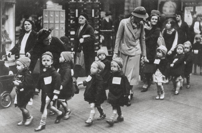 Wilts and Gloucestershire Standard: evacuees