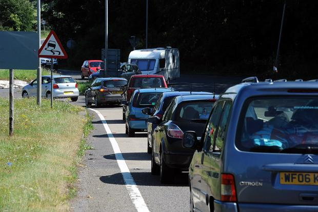Heavy traffic on the A417 near to the Air Balloon roundabout