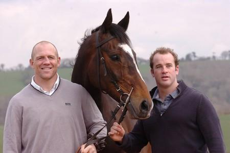 James Simpson-Daniel, right, with Mike Tindall and their successful racehorse Monbeg Dude (9954266)