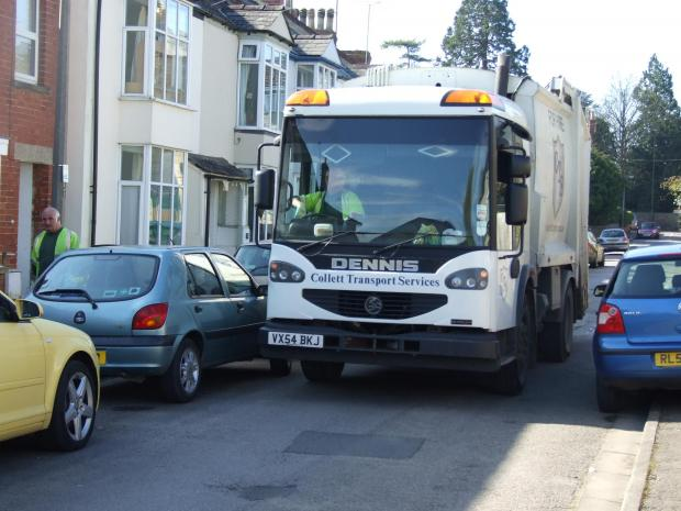 Dustbin lorry gets stuck in notoriously narrow Cirencester street