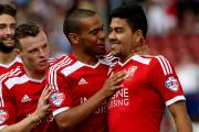 Swindon Town's Massimo Luongo, right