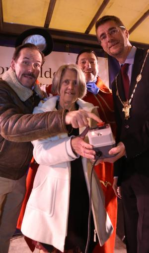 Wilts and Gloucestershire Standard: Local celebrity, actor Ben Miller switched on the Christmas lights in Cirencester during the Advent Festival on Saturday, November 26. Click here for more pictures.