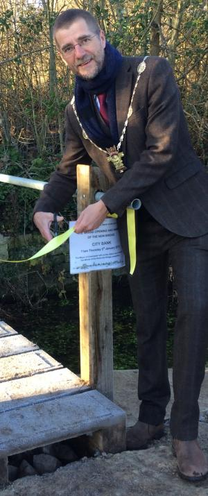 Wilts and Gloucestershire Standard: A NEW £15,000 foot bridge over the River Churn which links together two Cirencester green spaces has been officially opened by town mayor Mark Harris.