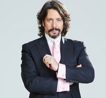Laurence Llewelyn-Bowen puckers up for MS Society auction