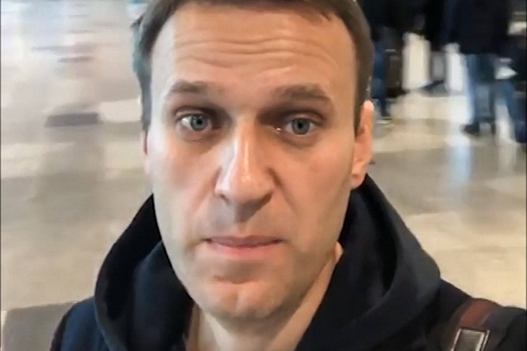 Russian opposition leader Navalny allowed to leave Russia