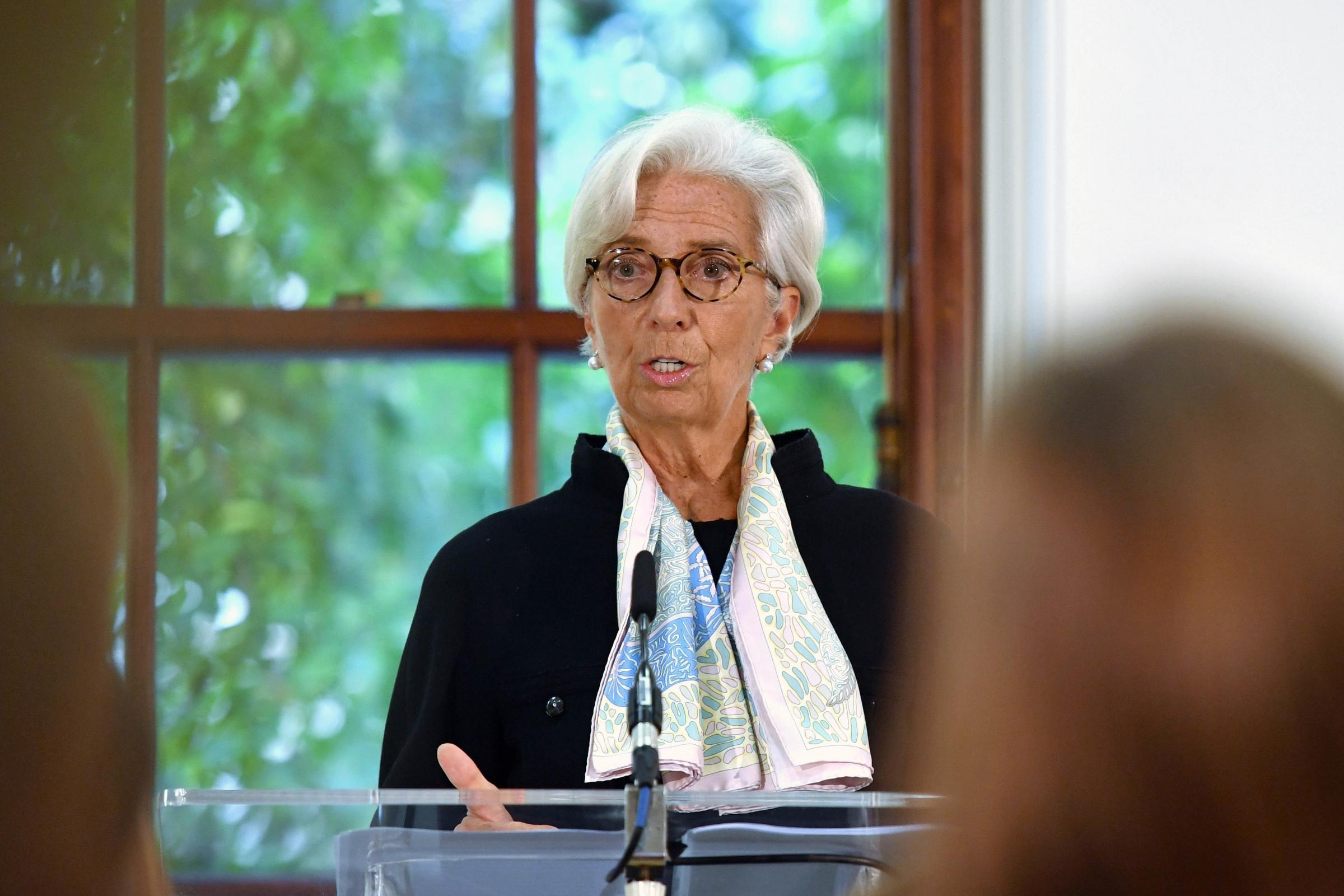 IMF warns of 8% GDP fall if UK does not agree Brexit deal